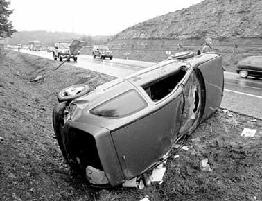 http://gataytortuga.blogia.com/upload/20060321173313-accidente-de-coche1.jpg